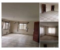 un appartement de 03 chambres salon au centre du marché MISSEBÔ,