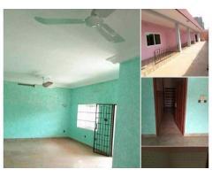 Appartement nickel, entièrement staffé de 2 chambres 1 salon avec arrière-cour fermée