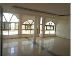 en vente d'une maison gigantesque R+3 sous forme location sise a Agla