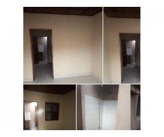 Une chambre salon* sanitaire propre,4 ménages seulement,accès véhicules