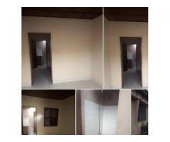 Une chambre salon* sanitaire propre,4 ménages seulement, accès véhicules