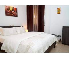 Une villa de 4 pièces de haut standing avec Piscine avec commodités à Marcory Zone 4.