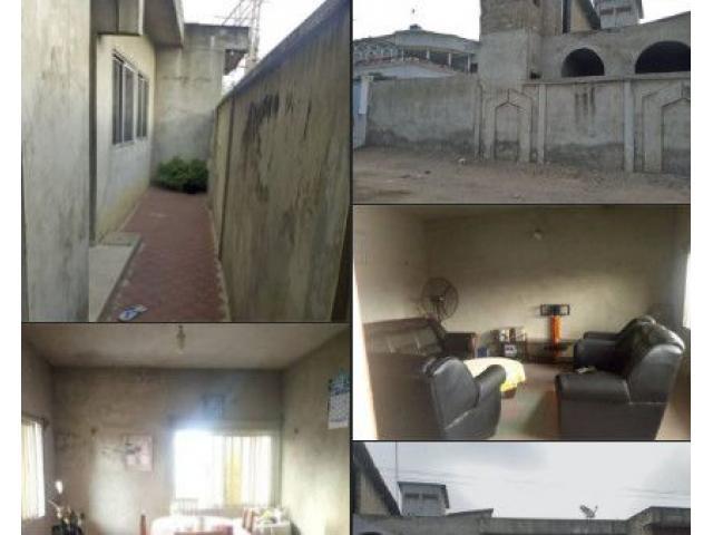 En vente une Villa  de 05 chambres 1 salon bâtie sur une superficie