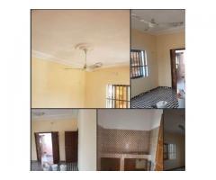 3 chambres salon 4 douches disponible à suru léré au premier étage