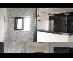 Disponible un appartement entrée personnelle de 03 CHAMBRES salon segbeya