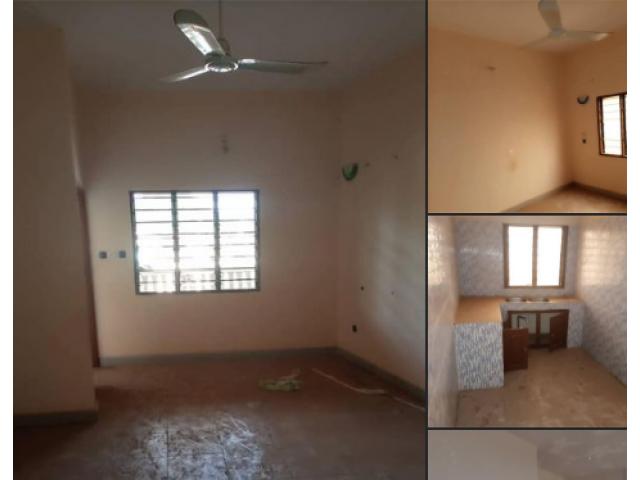 Disponible 2 chambres salon sanitaire à l'étage