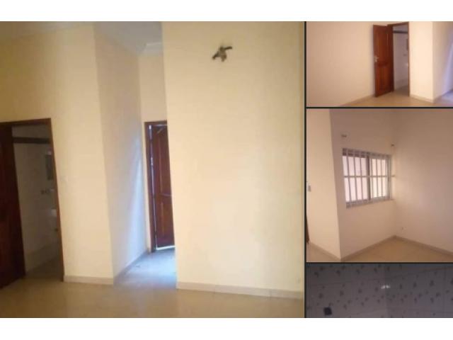 Une chambre Salon sanitaire de 35 mille dallée stapher au rez-de-chaussée à calavi Parana