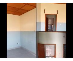 Chambre salon sanitaire nouvelle construction disponible à Dekoungbe