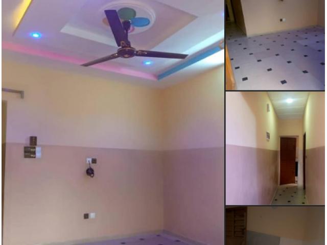 A louer chambre salon sanitaire a couloir staffé Construction récente Calavi