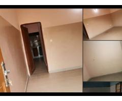 A LOUER Une chambre salon sanitaire très propre dallé  à couloir  avec placard